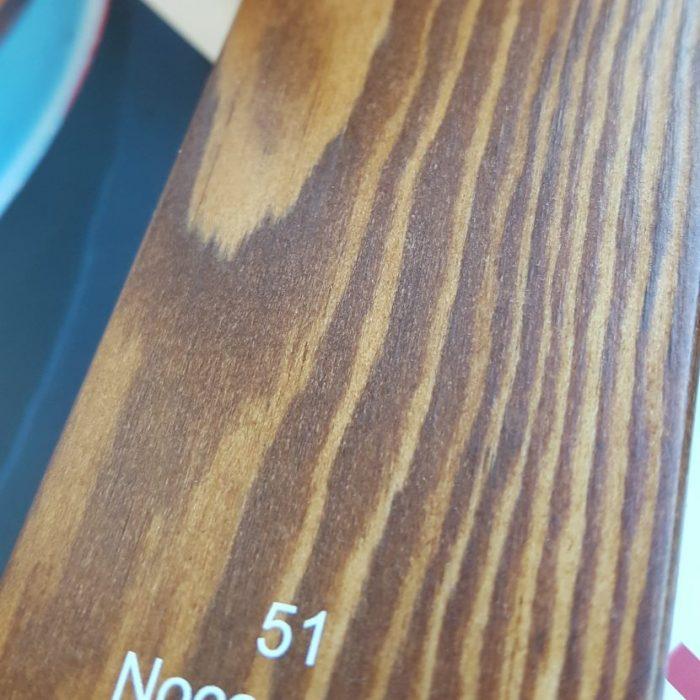 lemnul care stă afară